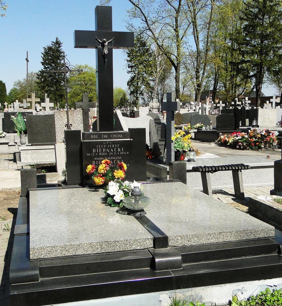 Grób rodziny Biernackich na wyszkowskim cmentarzu parafialnym