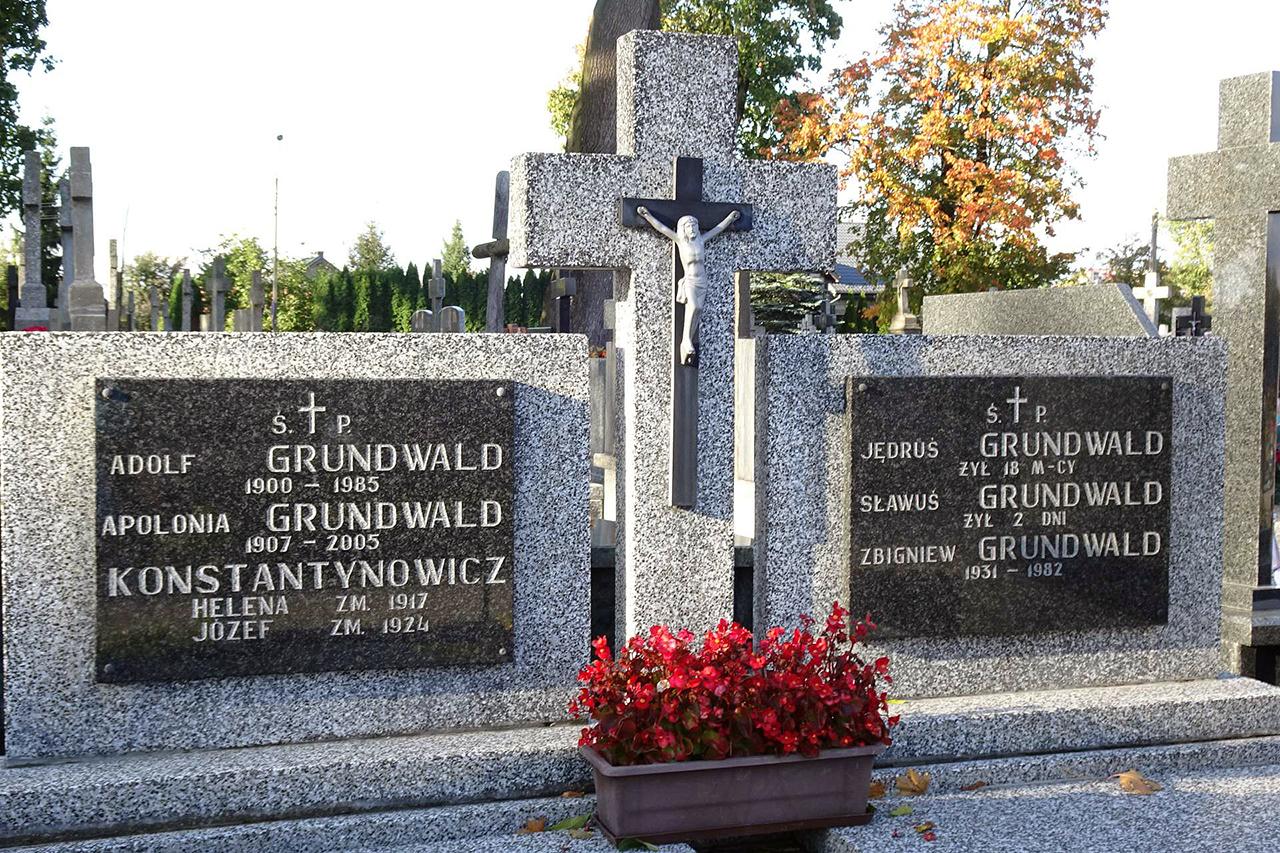 Grób rodziny Grundwaldów na wyszkowskim cmentarzu parafialnym